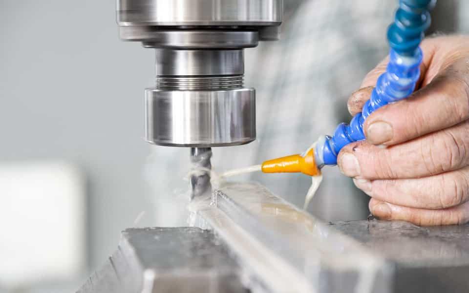 CNC-Drahtbiegemaschine im laufenden Betrieb mit Wasserkühlung