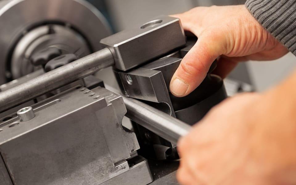 Rohrbiegetechnik: Edelstahlrohr biegen lassen an der Rohrbiegemaschine